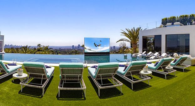 la casa más cara del mundo está en bel aire california estados unidos y tiene una piscina de 24 metros. cuanto habra costado la reforma