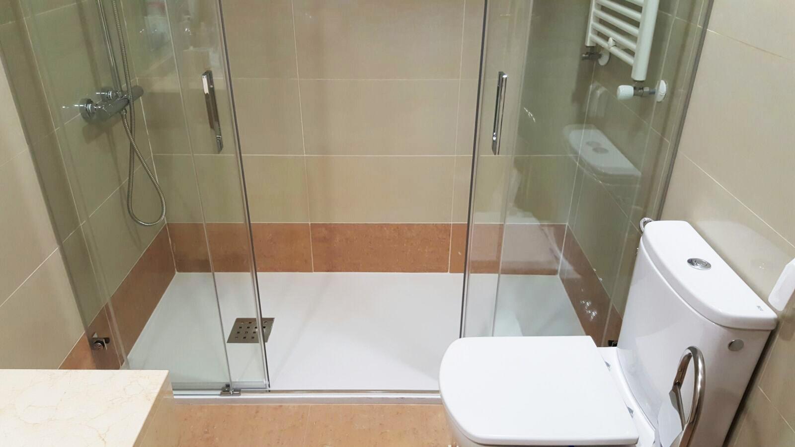 en reformas rober hemos realizado este proyecto de cambio de bañera por plato de ducha antideslizante al mejor precio