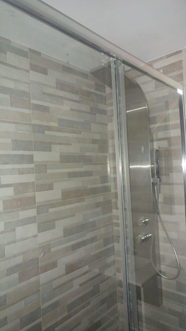 Platos de ducha grandes artculos sanitarios bao ucspan - Como colocar un plato de ducha de resina ...