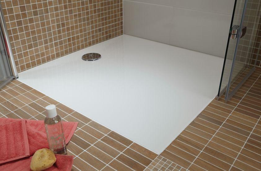 las ventajas de cambiar la bañera por un plato de ducha y colocar uno a ras de suelo
